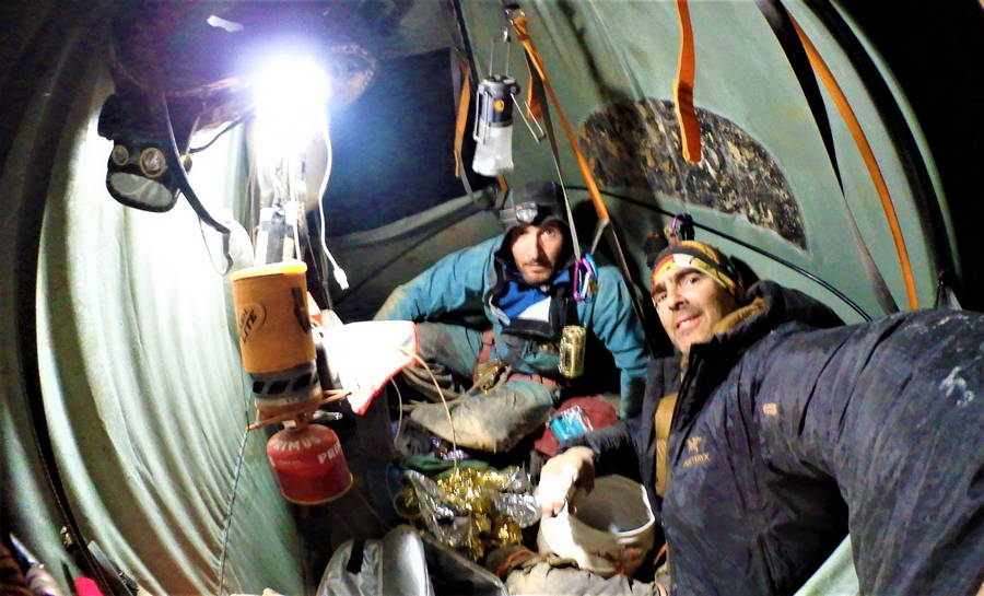 David Palmada y Emilio Valdes en su Proyecto Black Hole